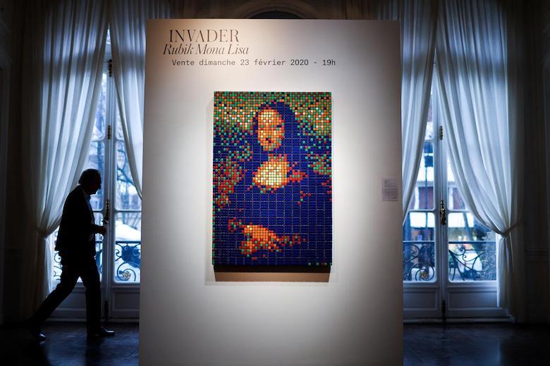 Esta versión de la Mona Lisa fue creada por Invader, un famoso artista callejero. Se estima que podrían pagar por ella más de 160 mil dólares.
