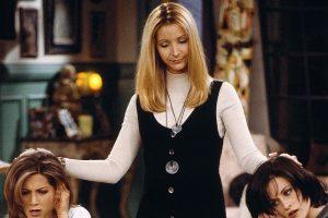 """A más de 25 años de su estreno, el estilo 'Friends' es tendencia. Cuellos """"Helters"""", Chockers, entre muchos otros, son usados hoy por las celebrities."""