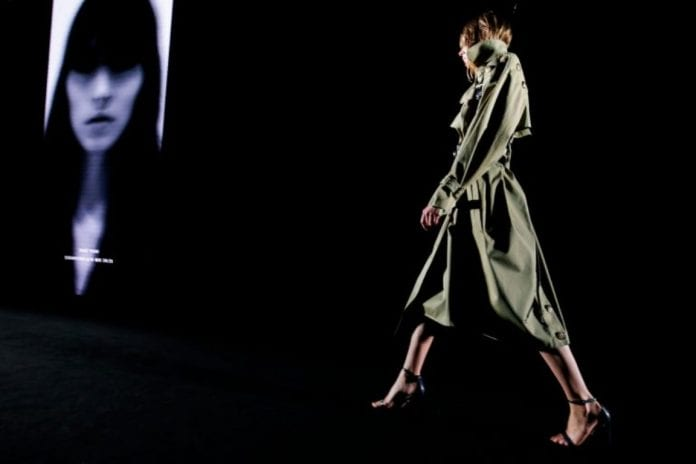 Con su última colección, 'Uninvited', Esaú Yori se suma a la lista de diseñadores que apuesta por una moda 'genderless'.